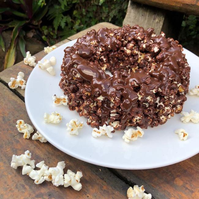 Torta-de-Pipoca-com-Recheio-de-Mousse-de-Chocolate